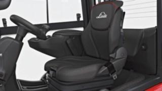 Fahrersitz des neuen Gabelstaplers