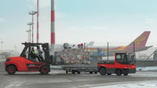 tow_tractor-ic_truck-moving-freight_forward-4012_810