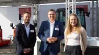 Gruppenbild der Linde-Experten Fabian Scherer, Alexander Schmidt und Sophia Bockauf der Inter Airport Messe 2017 in München